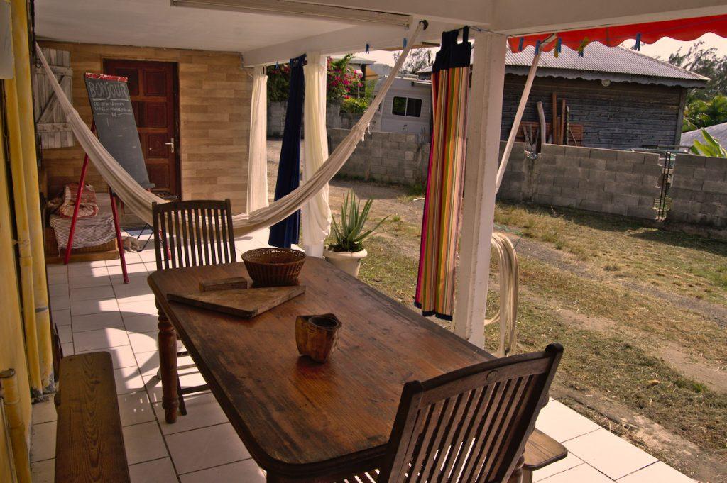 Terrasse, hamac, entrée chambre d'hôtes